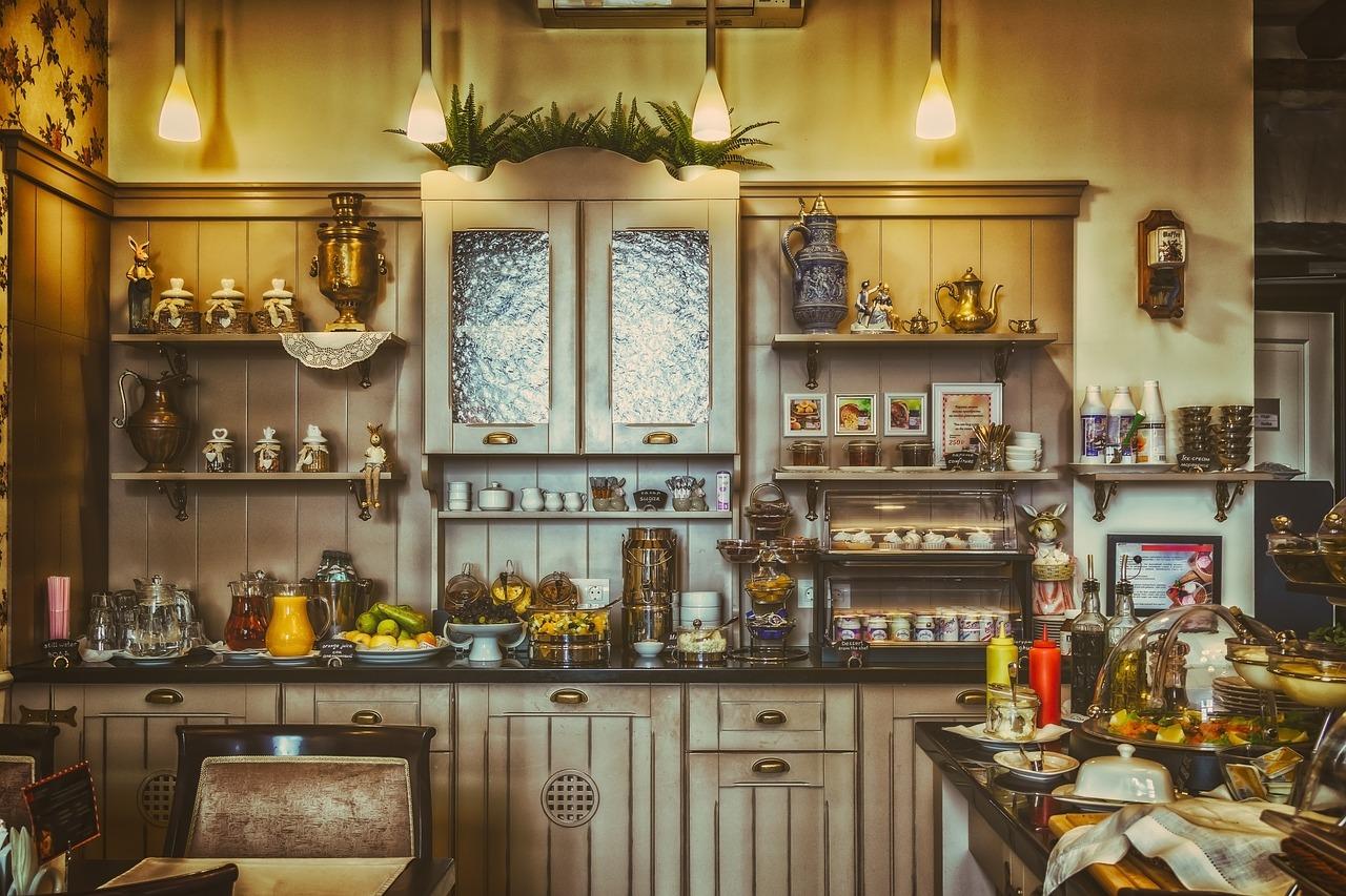 Un buffet vintage, l'incontournable qui équipe une cuisine tendance à l'heure actuelle